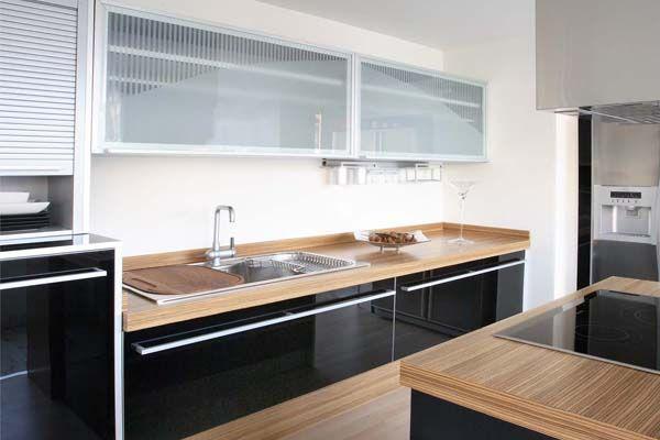 Decorar la cocina en tonos oscuros muebles amets for Muebles de cocina oscuros