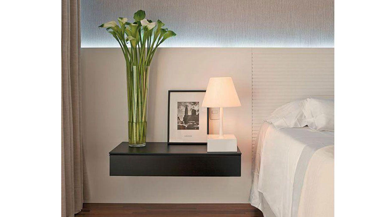 Mesa de noche conoce diferentes formas de decorarla muebles amets - Mesillas pequenas ...